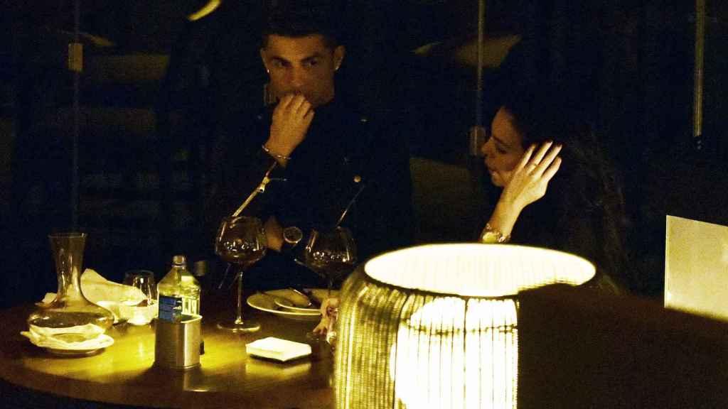 Cristiano Ronaldo y Georgina Rodríguez celebrando el cumpleaños de ella.