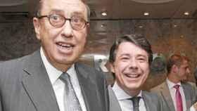 El presidente de La Razón, Mauricio Casals, y el expresidente madrileño Ignacio González.