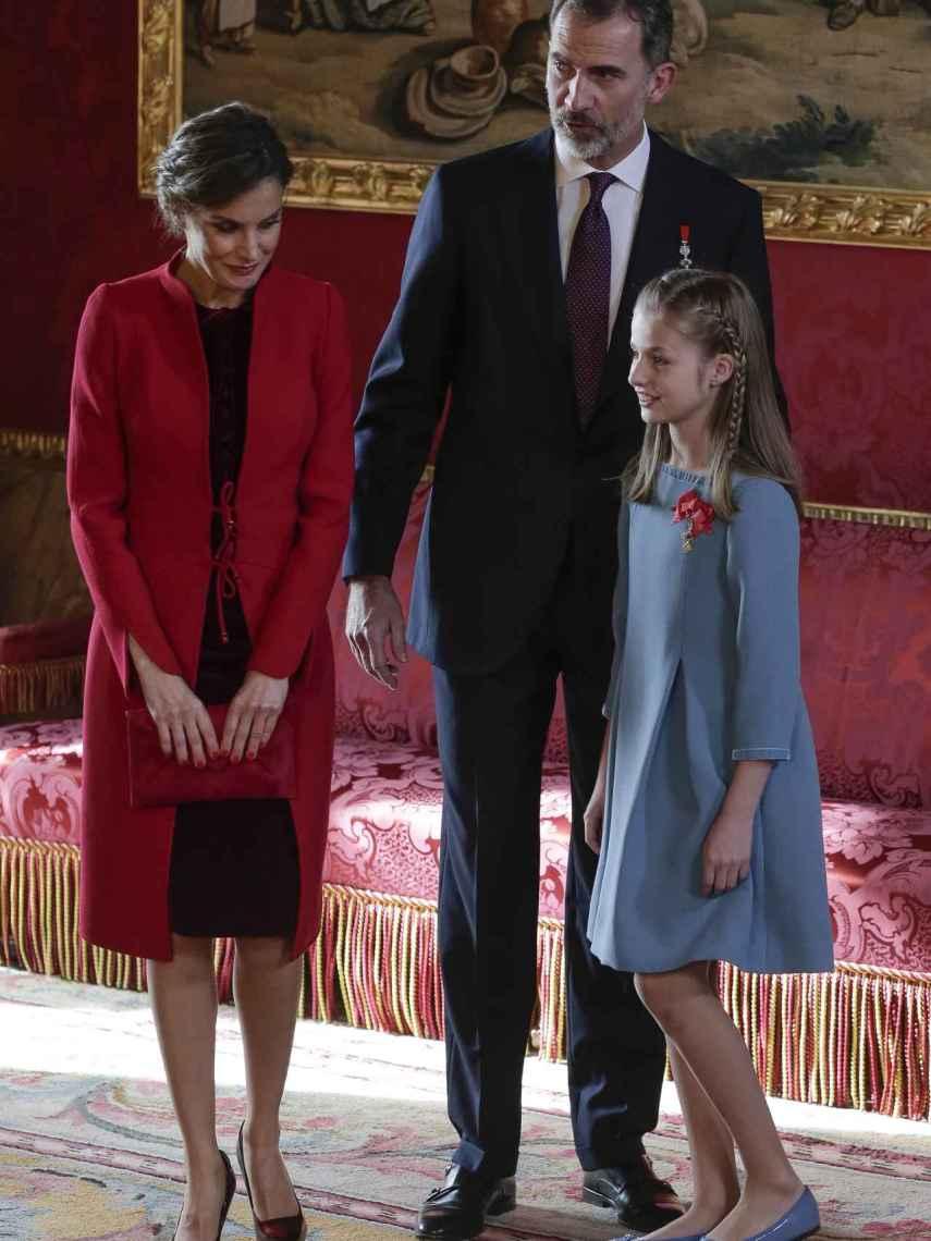 Los reyes, Felipe y Letizia, y la princesa Leonor.
