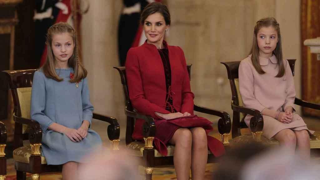 La Reina Letizia junto a sus hijas, la Princesa Leonor y la Infanta Sofia