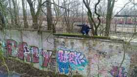 Christian Bormann sobre el trozo de muro que ha descubierto en Berlín