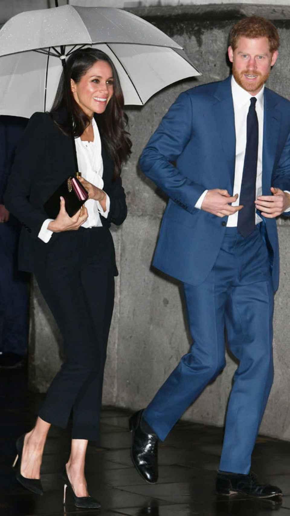 Meghan Markle junto al príncipe Harry antes de los premios. Gtres.