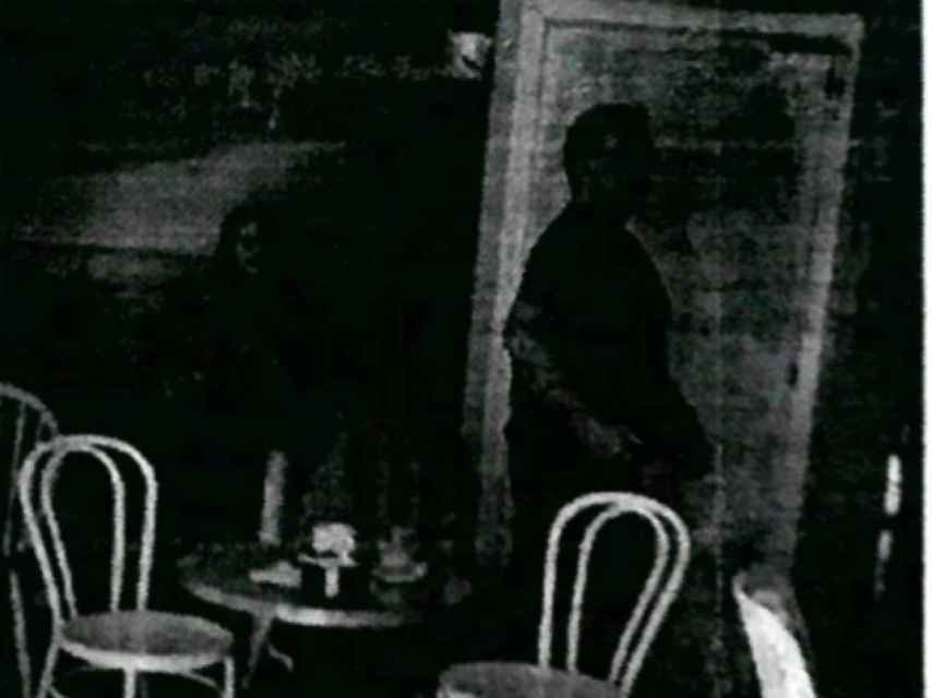En sus pesquisas, la Guardia Civil sigue a Salva y a Maje y logran confirmar sus reuniones. Una de sus pruebas, esta fotografía