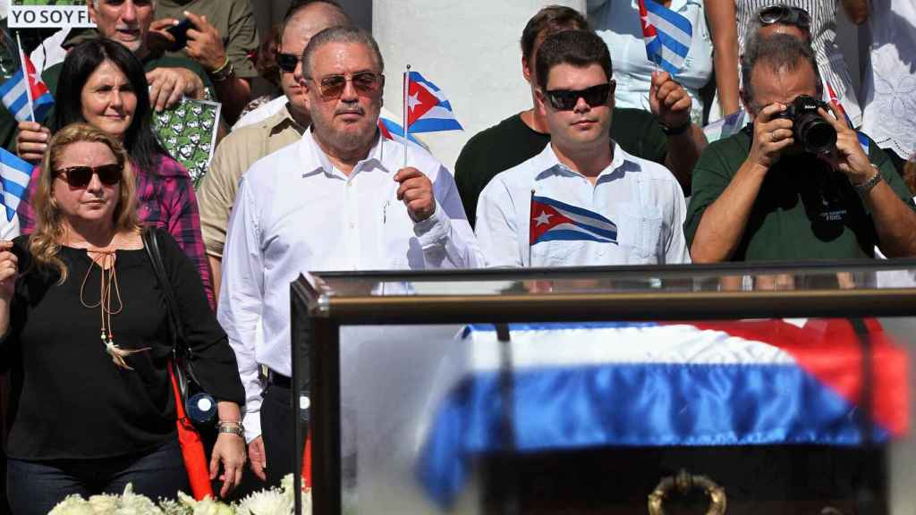 El primogénito de Castro, en en los funerales de su padre.