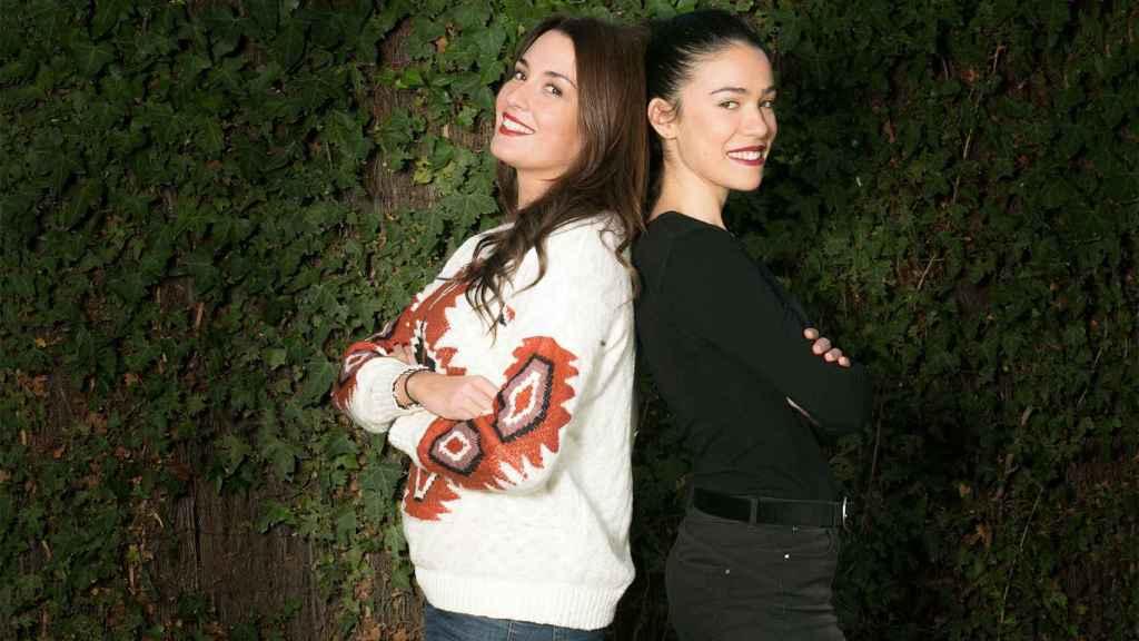 Ester Roncero (de blanco) y Belén Condide, exazafatas dedicadas ahora a la producción de eventos.