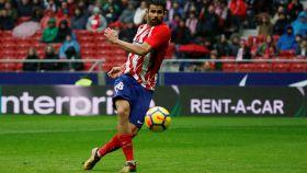 Diego Costa dispara a puerta.