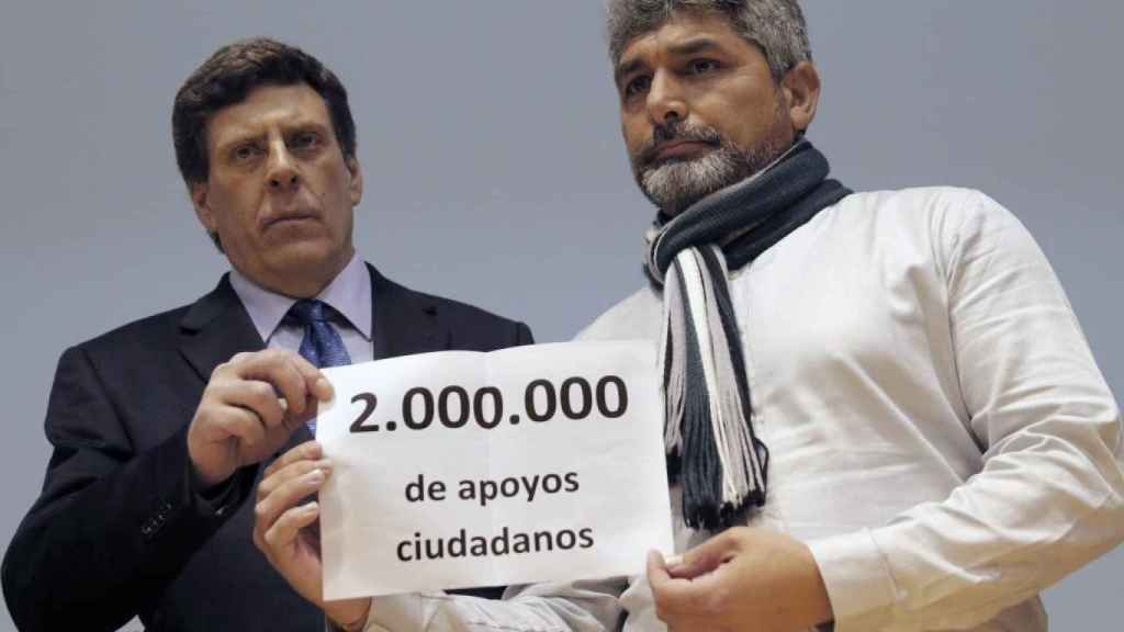 Juan Carlos Quer y Juan José Cortés, durante la presentación de la recogida de firmas.