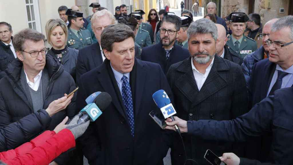 Alberto Núñez Feijoo con los padres de Diana Quer y Mari Luz Cortés en Coruña