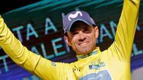 Valverde, con el maillot amarillo.