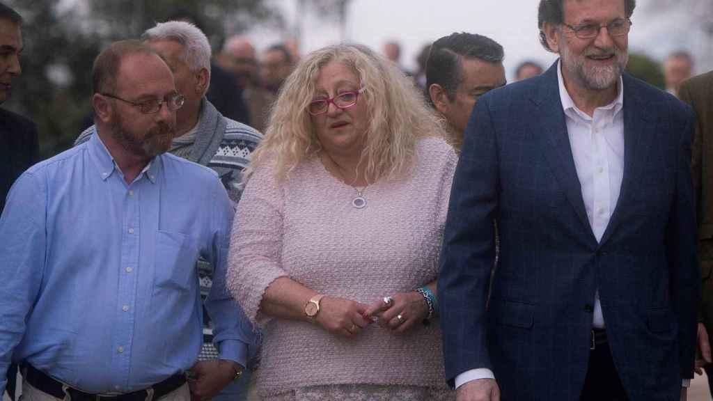 Rajoy con Mari Mar Bermúdez (madre de Sandra Palo) y Antonio del Castillo (padre de Marta del Castillo).