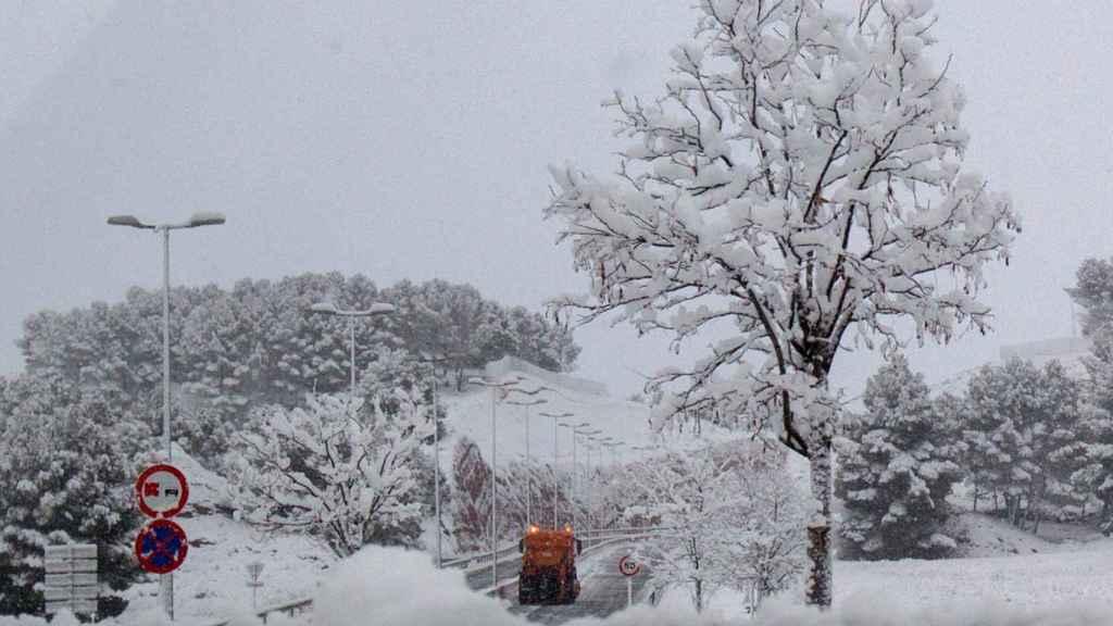 La ronda perimetral de barrios de Teruel ha permanecido cortada por nieve.