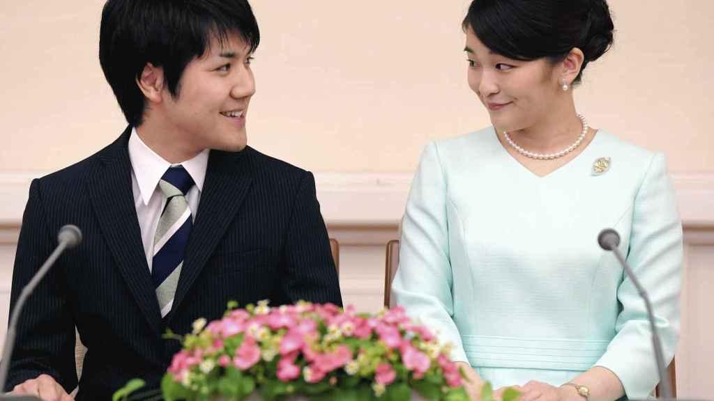 La princesa Mako de Japón junto a su prometido, Kei Komuro.