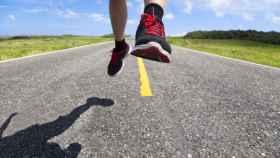 Los podólogos avisan: el 80% de los 'runners' pisa mal y las plantillas de las tiendas son un peligro