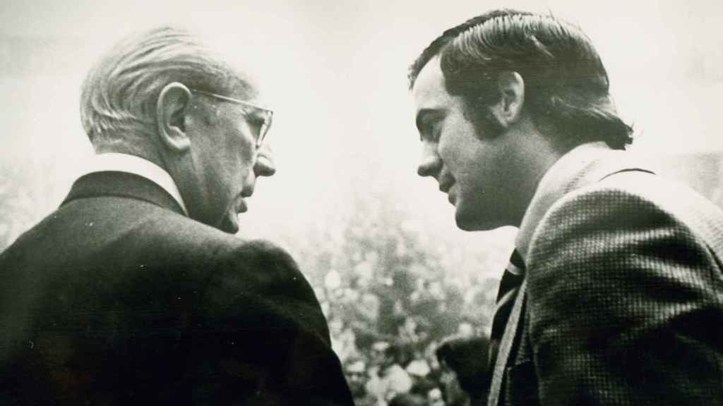 Bono y Tierno Galván, en una imagen del archivo del exministro de Defensa y expresidente del Congreso.