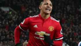 Alexis Sánchez celebra un gol con el Manchester United.