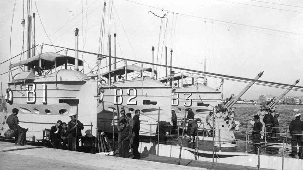 Fotografía histórica de los submarinos de clase B de la Armada española.
