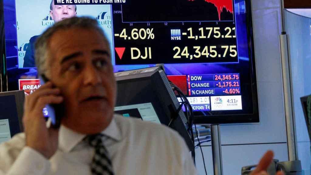 Un broker trabajando en Wall Street.