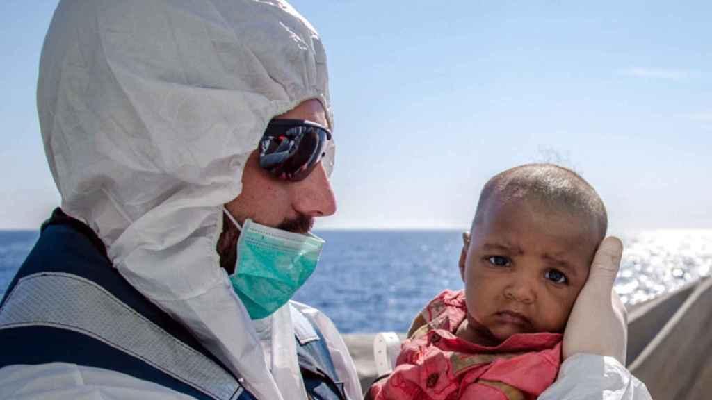 La Armada está integrada en la Operación Sophia de lucha contra el tráfico de personas.