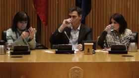 Pedro Sánchez, entre Cristina Narbona, presidenta del PSOE, y Adriana Lastra, vicesecretaria general.
