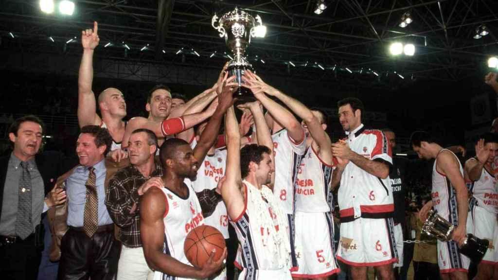 El Valencia Basket ganó la última Copa envuelta por la huelga antes de disputarse (1998).