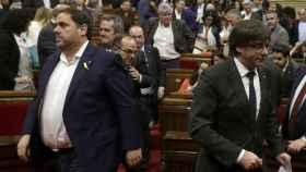 Carles Puigemont i Oriol Junqueras en el Parlamento de Cataluña