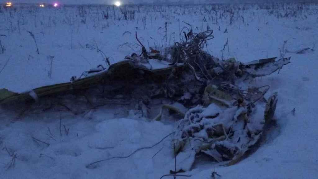 Imagen de los restos del avión siniestrado en Moscú.