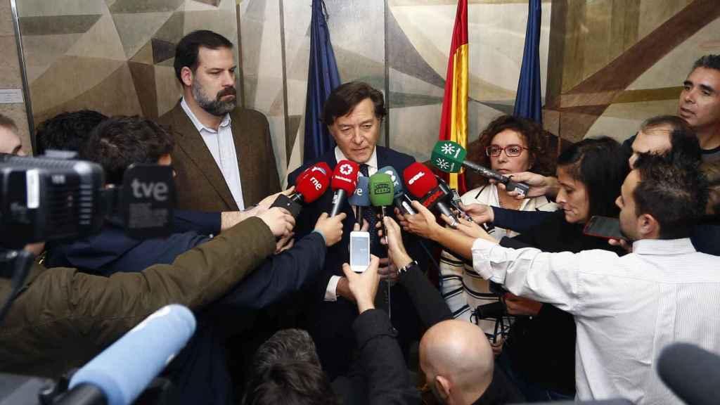 De izquierda a derecha: Alfonso Reyes, José Ramón Lete y Esther Queraltó.