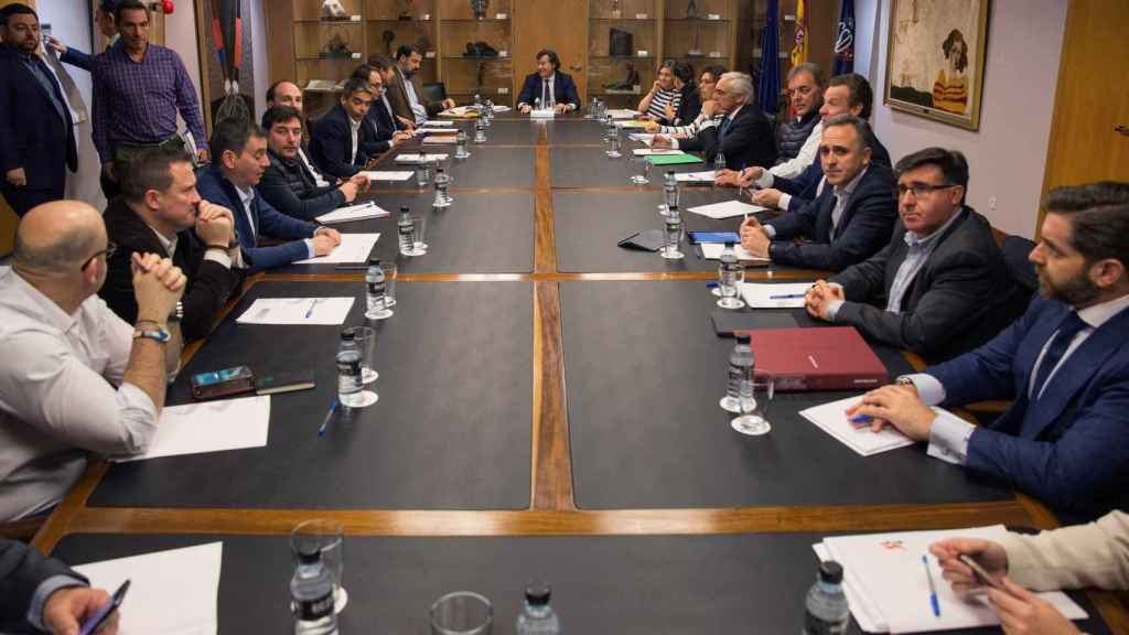 Mesa de la reunión de este martes entre ACB y ABP.