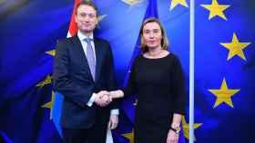 El ministro holandés Halbe Zijlstra en una reciente reunión con la jefa de la diplomacia de la UE, Federica Mogherini