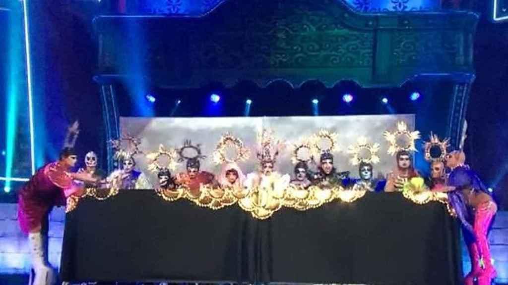 La representación de'La última cena' drag queen sobre el escenario