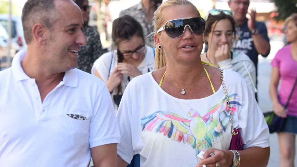 El presentador junto a Belén Esteban.