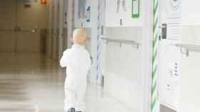 Un paciente pediátrico con cáncer en las instalaciones del Hospital General Universitario Gregorio Marañón.