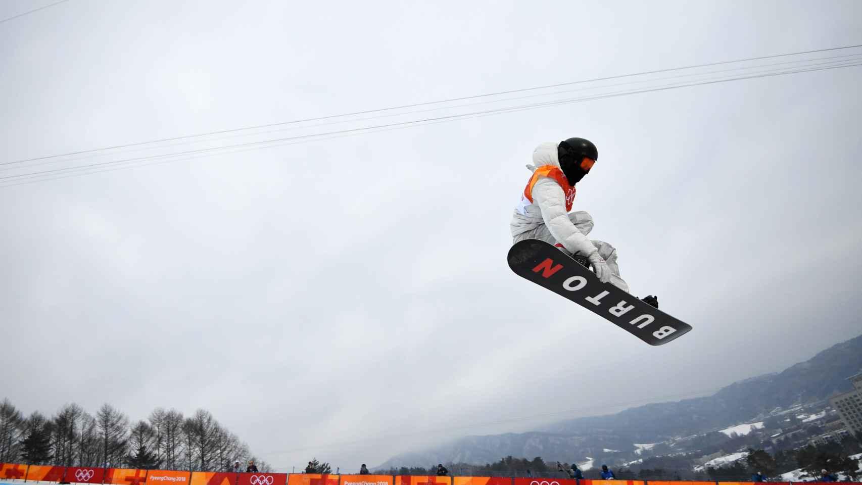 Shaun White durante su ejercicio en la final de halfpipe. / Reuters