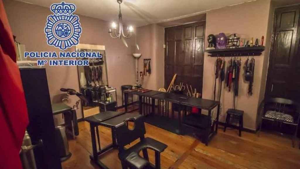 Interior de uno de los pisos que Ama Lara regentaba. Totalmente equipado para los servicios de sadomasoquismo.