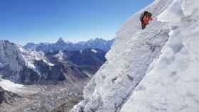 Alex Txikon durante las jornadas de equipamiento de la ruta en el Everest.