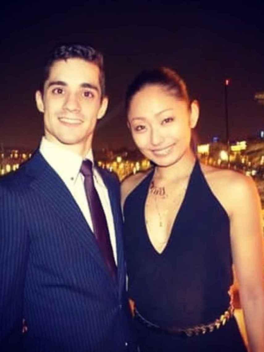 Javier Fernández, junto a su novia, la también patinadora japonesa Miki Ando.