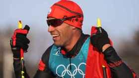 Pita Taufatofua, abanderado de Tonga, en la prueba de esquí de fondo de los JJOO de invierno.