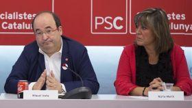 Miquel Iceta y Núria Martín durante una reunión de la ejecutiva del PSC.