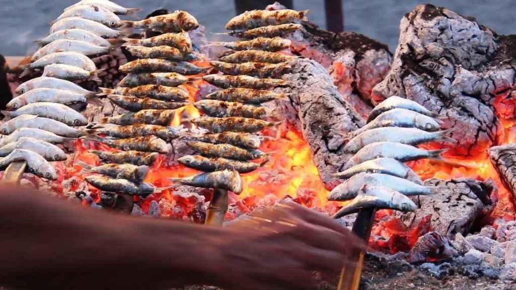El Senado apoya que el espeto de sardinas sea protegido por la UNESCO.