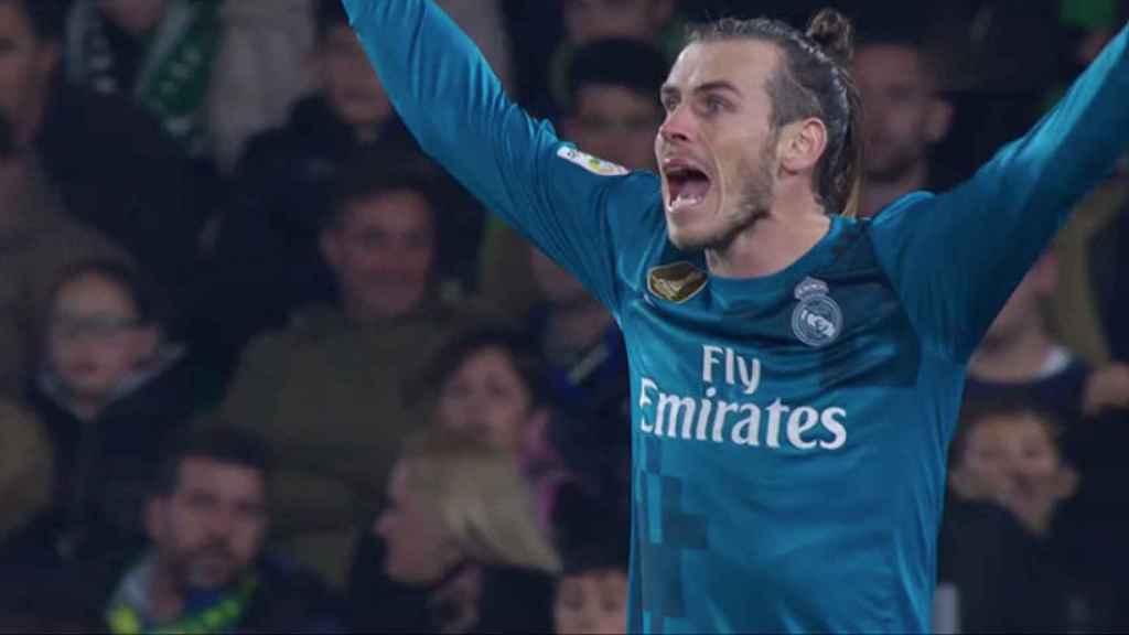 Bale protestando una decisión del árbitro