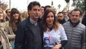 Biel Company, del PP, junto a Úrsula Mascaró en la manifestación de este domingo en Palma.