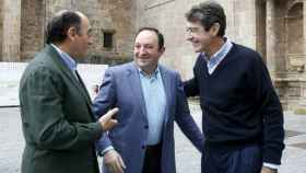 El presidente de Iberdrola, Ignacio Sánchez Galán (i), el expresidente de La Rioja, Pedro Sanz (c) y Fernando Becker.