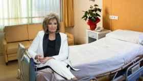 María Teresa Campos en un montaje en la habitación.