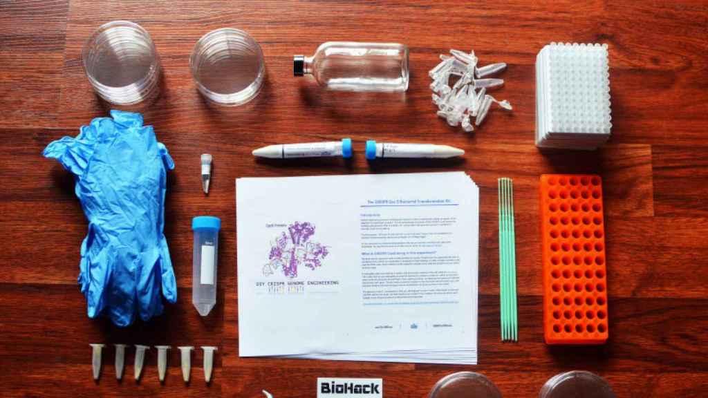 Uno de los kits que Josiah Zayner vende a través de internet.