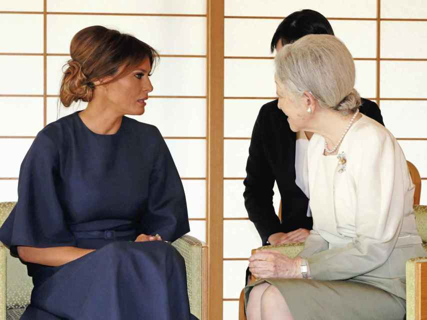 Melania Trump junto a la emperatriz Michiko de Japón. Gtres.