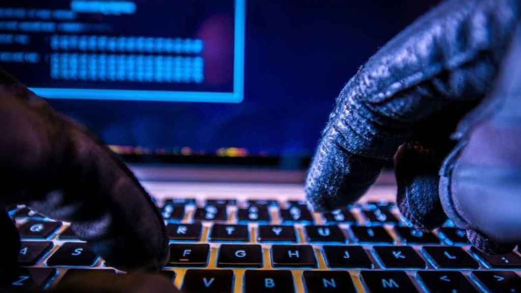Hackers use different techniques to steal data on social networks.