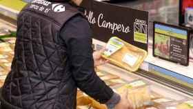 Carrefour ya vende pollos camperos sin tratamientos antibióticos