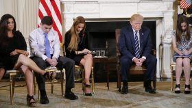 Trump, en la Casa Blanca con algunos de los alumnos del instituto de Florida donde murieron 17 personas en un tiroteo.
