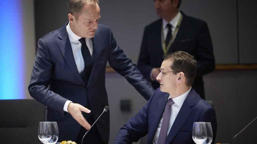 El primer ministro polaco, Mateusz Morawiecki, con el presidente del Consejo Europeo, Donald Tusk
