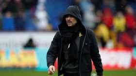Guardiola, con el lazo amarillo, en un partido del City.